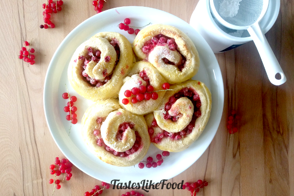 Light Redcurrant Rolls